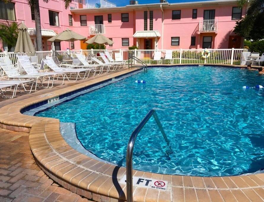 Gulf facing pool, heated