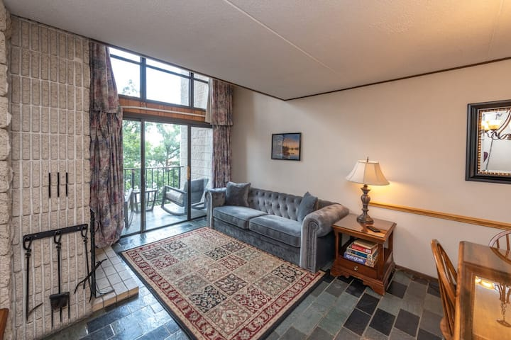 510G- Newly renovated 2 bedroom/1 bath condo, brand new walk in shower!