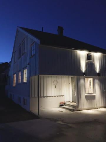 Enebolig til leie under Arendalsuka 20 000 kr - Arendal - House