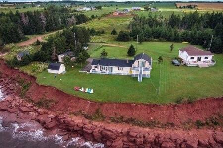 Beautiful Oceanfront Home on Northumberland Strait - Murray River