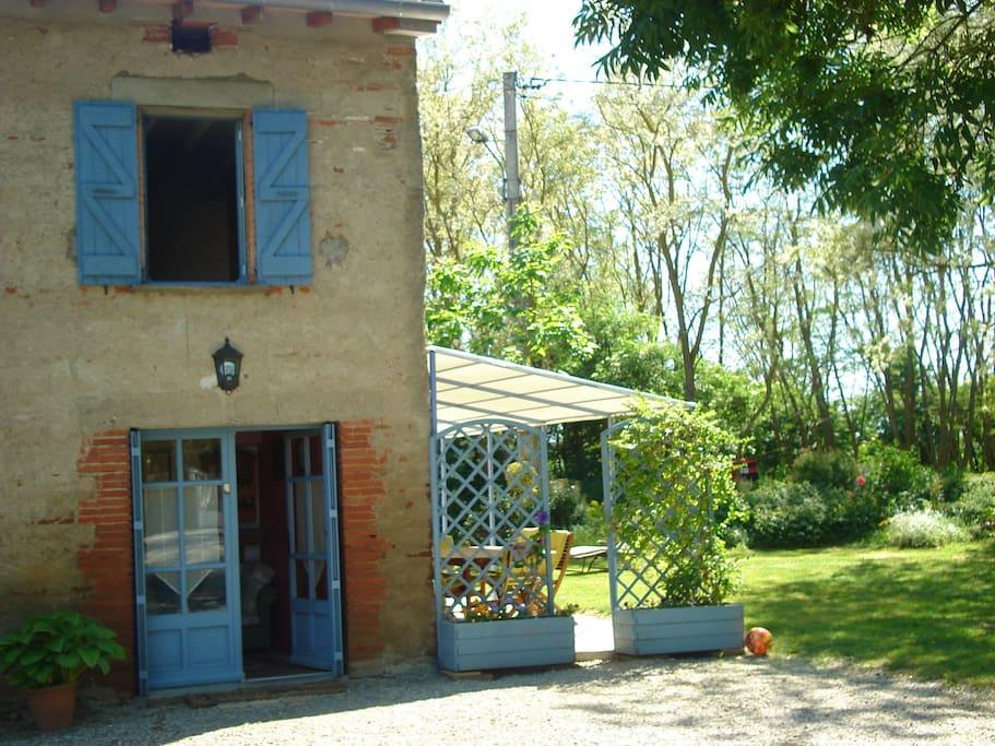 Maison de campagne la maison bleue huizen te huur in - Le petit jardin madison ga toulouse ...