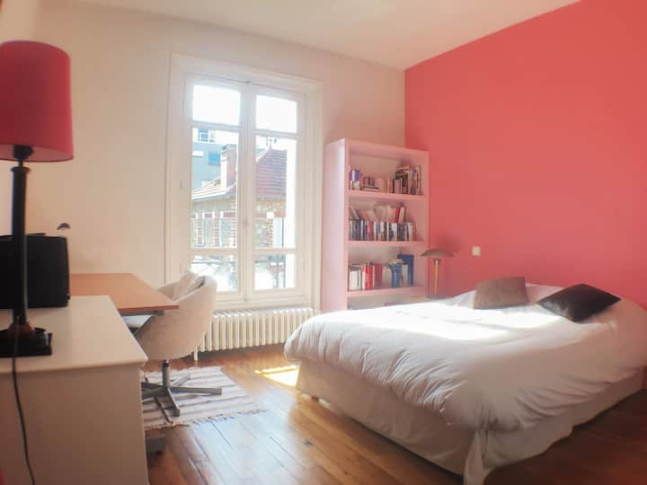 Large Room Lovely House Paris 7mn !