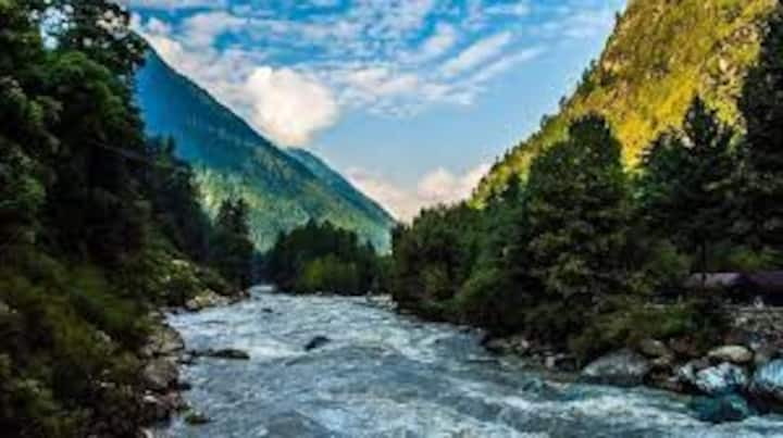 Exotic View Comfortable Room in the heart of Kasol