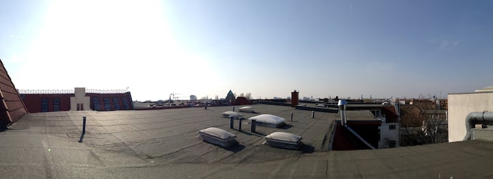 Sunny rooftop, perfectly located :)