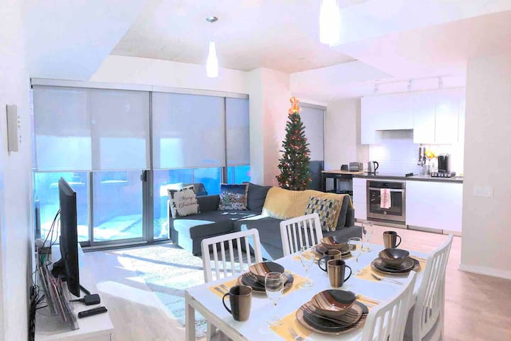 Modern 2BR Central Condo, Christmas Market+Parking