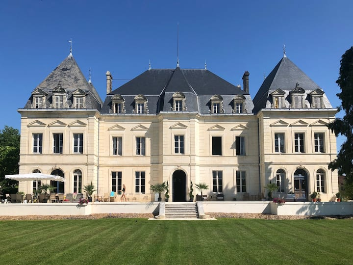 Spacious double or twin room in luxurious chateau