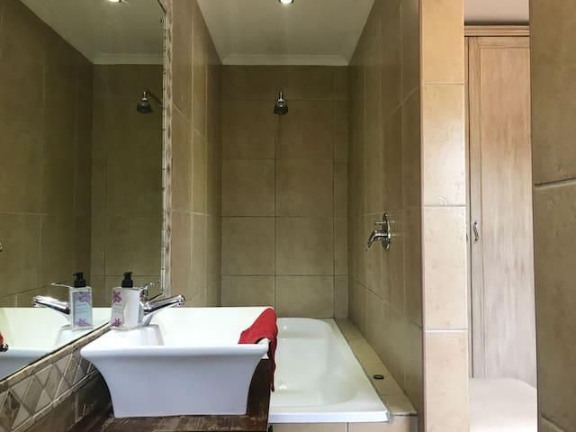 Bathroom Shower/Bath