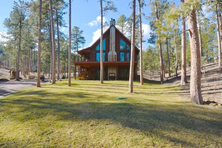 ShadyPines Cabin with Hot Tub & Seclusion!