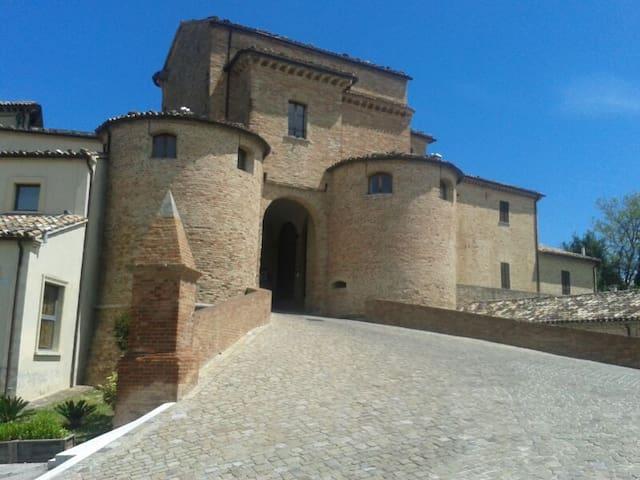 Casa in borgo medioevale - Mombaroccio
