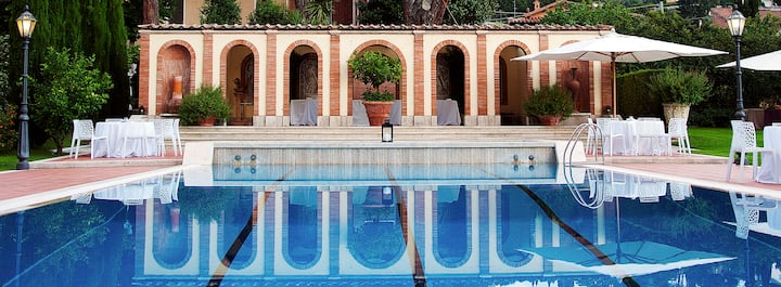 Near Rome: Villa, Pool, Tennis courts, Perfect Family Reunion, or Off-site Meeting