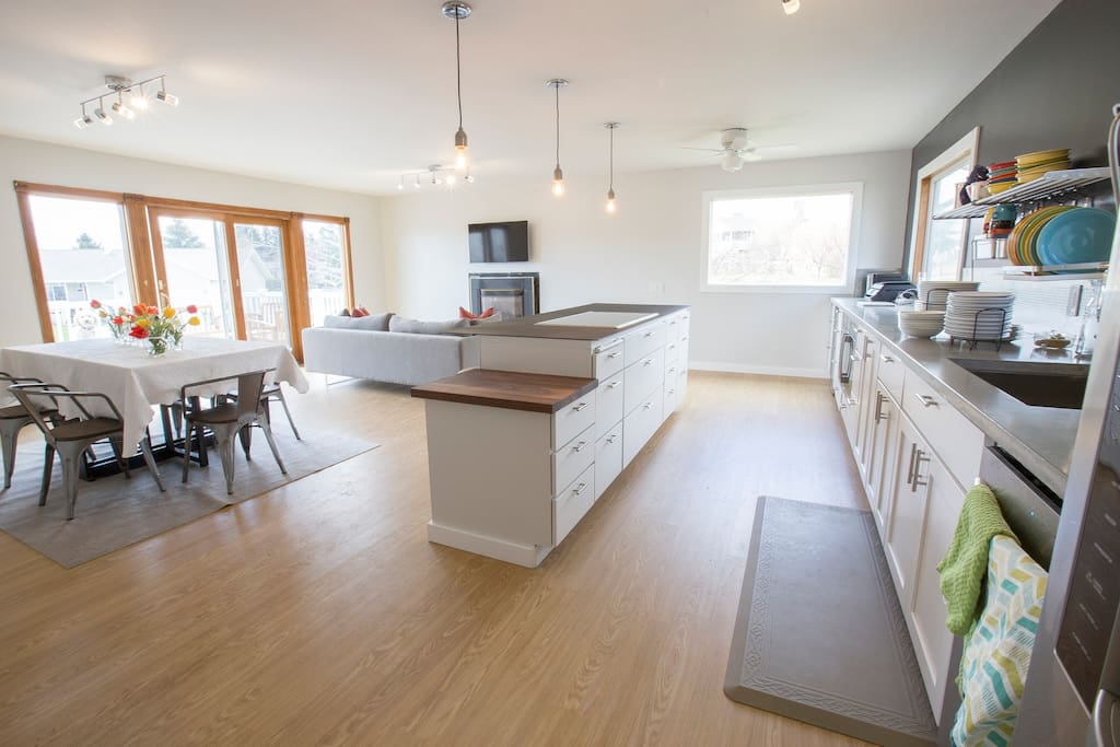 Open concept design, easy to chat with your family/friends as you cook!