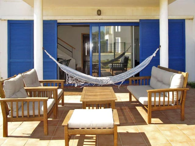 Casa Azul a primera línea de mar - El Mas Pinell - House