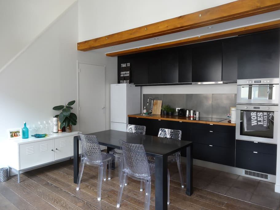 Enjoy the use of our fully fitted kitchen with oven, microwave, dishwasher.