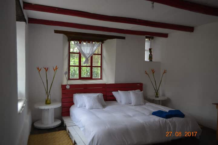 airport and Puembo- king room+bathroom+breakfast