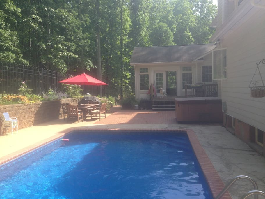 Private 6br home with pool hot tub houses for rent in for Charlottesville cabin rentals hot tub