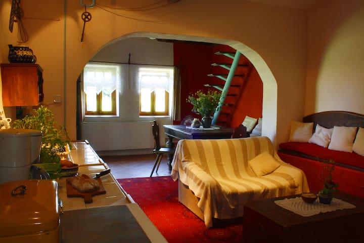 """Czerwony Dom  -apartament """"Stajnia"""" - Wolimierz - Hus"""