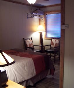 Cozy in town condo 9, sleeps 2 - Red River - Appartement