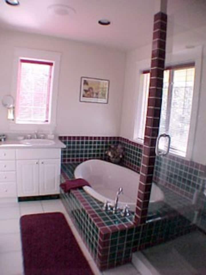 Wisteria Cottage - 2 Rooms/1 Ensuite Bath