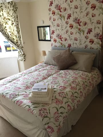 Lovely Double Room with TV - Trentham Lodge Room 1 - Stoke-on-Trent - House