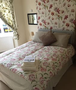 Lovely Double Room with TV - Trentham Lodge Room 1 - Stoke-on-Trent - บ้าน