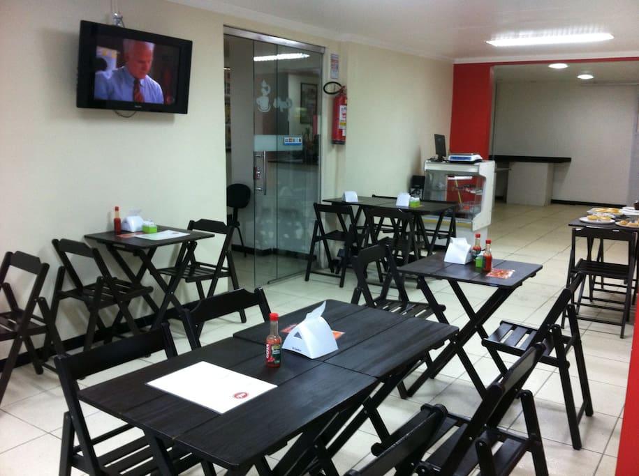 Restaurante climatizado e com Tv a Cabo.