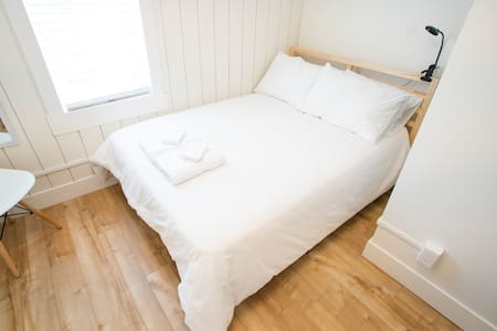 Cozy Bedroom in Riversdale near River/Downtown
