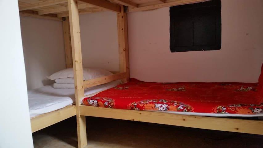 猴赛雷1/4床位房,免费接送LeFengHostel - Jinzhong - Bed & Breakfast