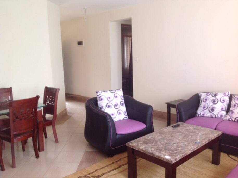 LOUNGE/ SITTING ROOM