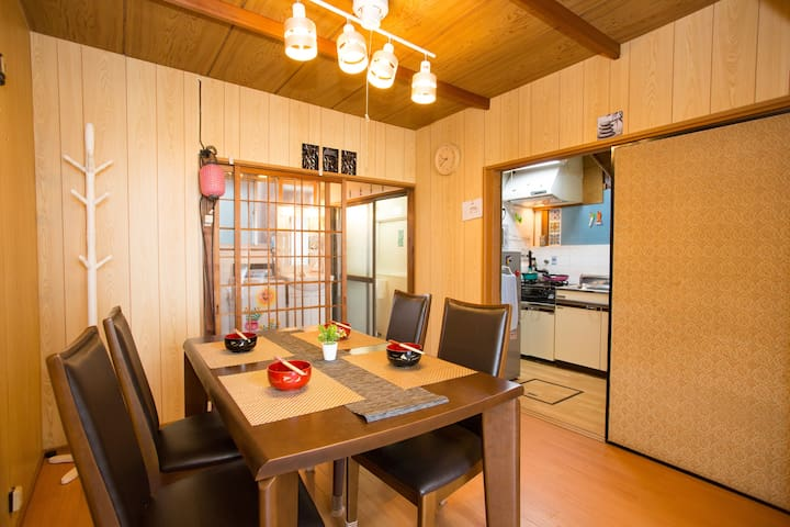 5 min from Kyoto Station, Riverside Old Townhouse