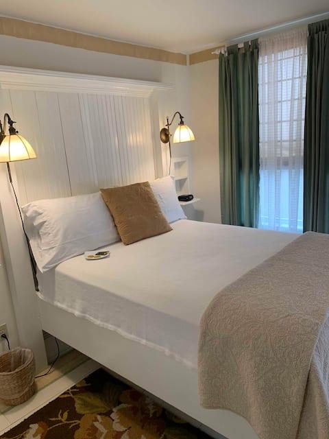 Charlotte Hotel Standard Full
