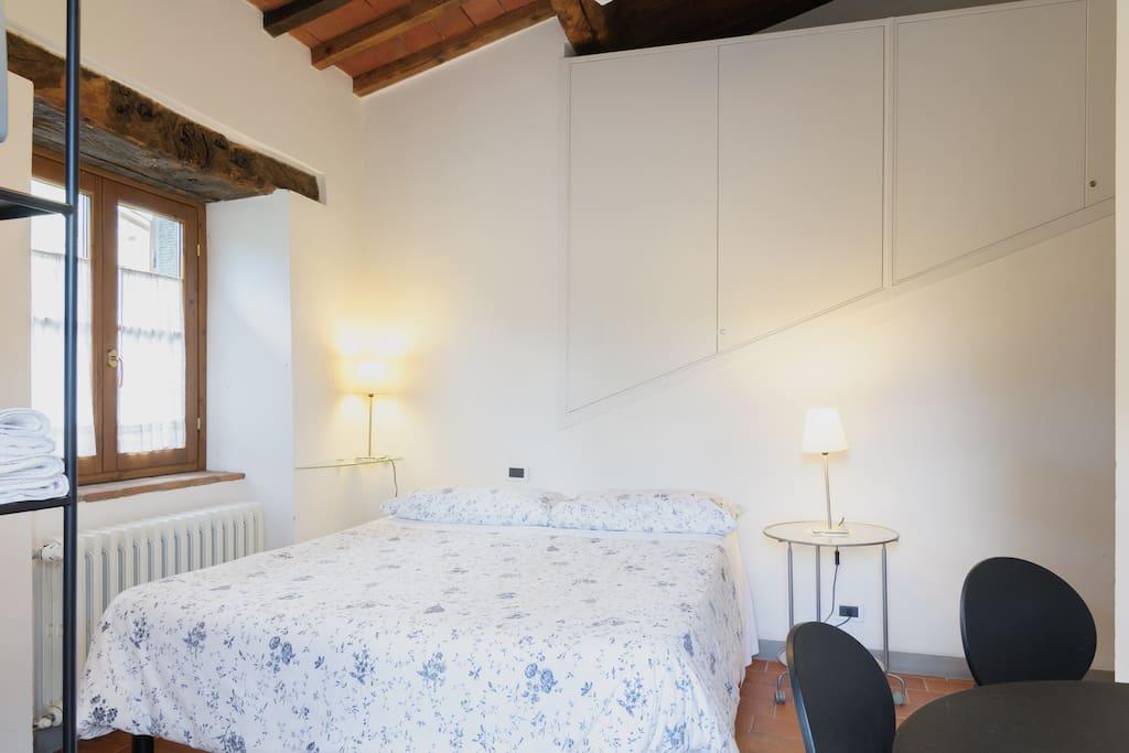 camera matrimoniale chambres d 39 h tes louer arezzo. Black Bedroom Furniture Sets. Home Design Ideas
