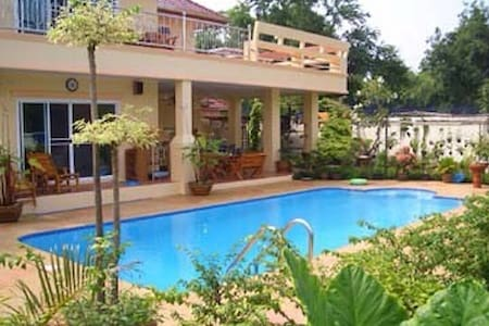 Beautiful home with swimming pool - Ang Sila - House