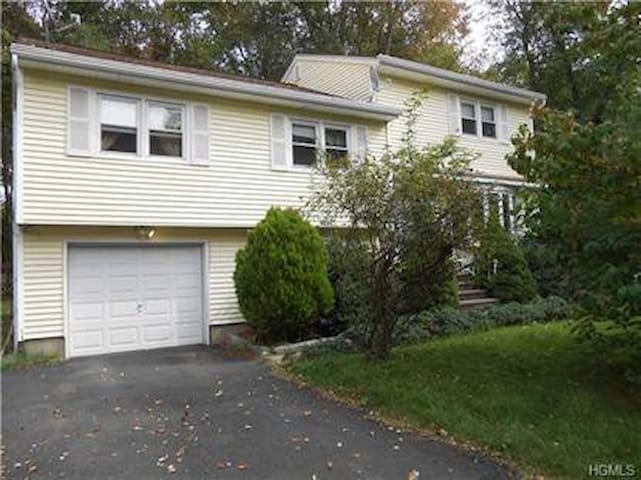 Spacious 3BD Home/ West Nyack - West Nyack