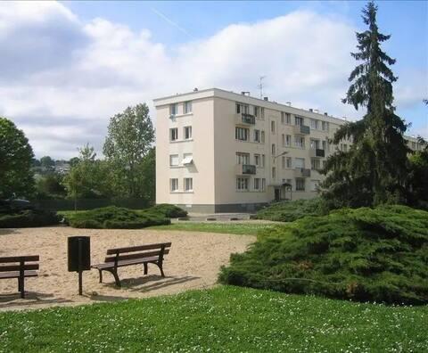 MB - Chambre a proximité du RER  chez l'habitant