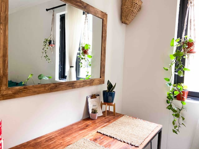 🌿Plant Paradise 🌿I Modern 2BD with Balcony|