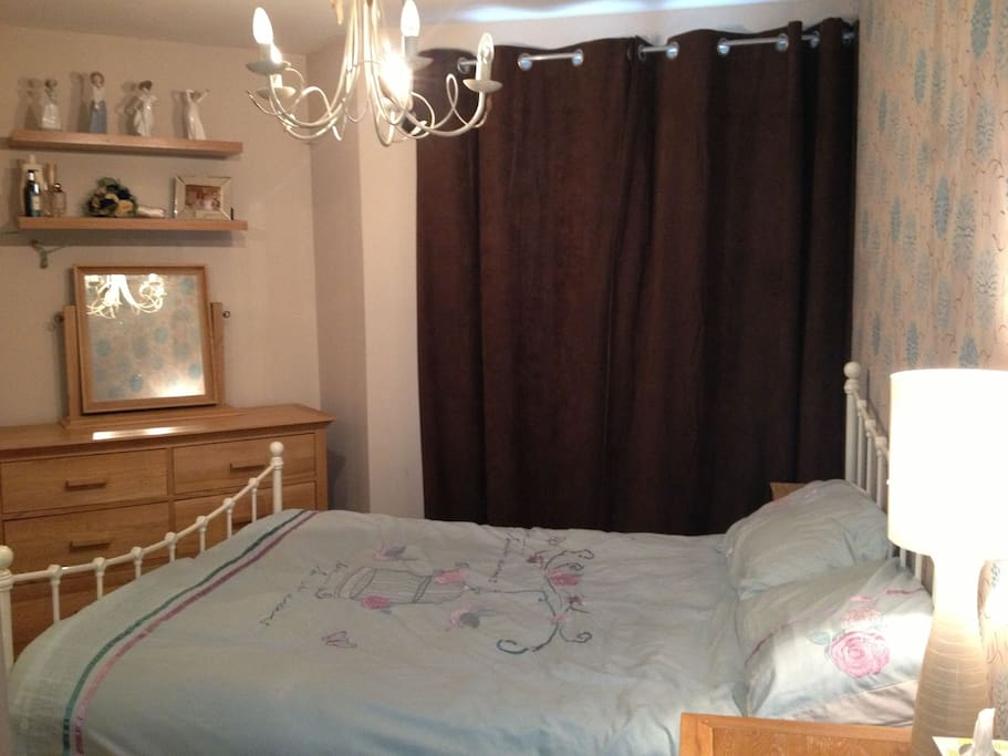 2 Comfortable bedrooms, 1 with a double bed and the other with twin beds