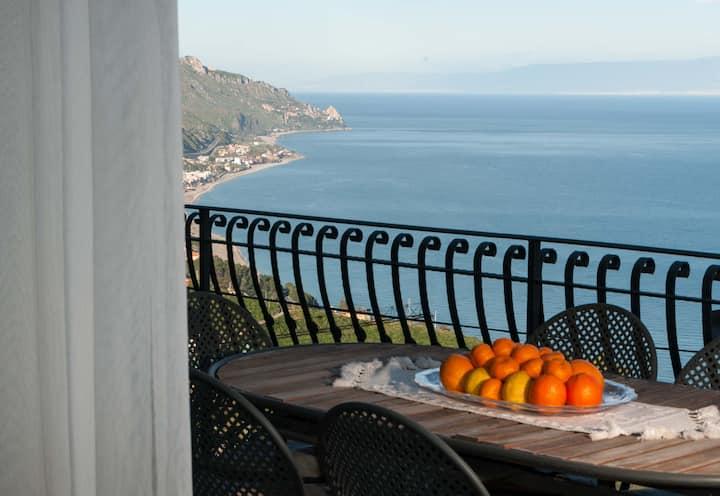 Exclusive sea view apartment