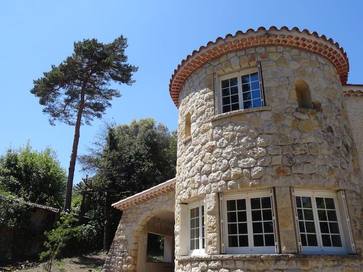 Villa avec Tour Provençale entre Nice et Cannes