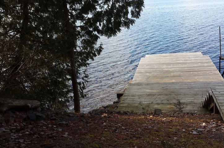 The County Escape 3.5 acres and  330ft waterfront - Prince Edward - Haus