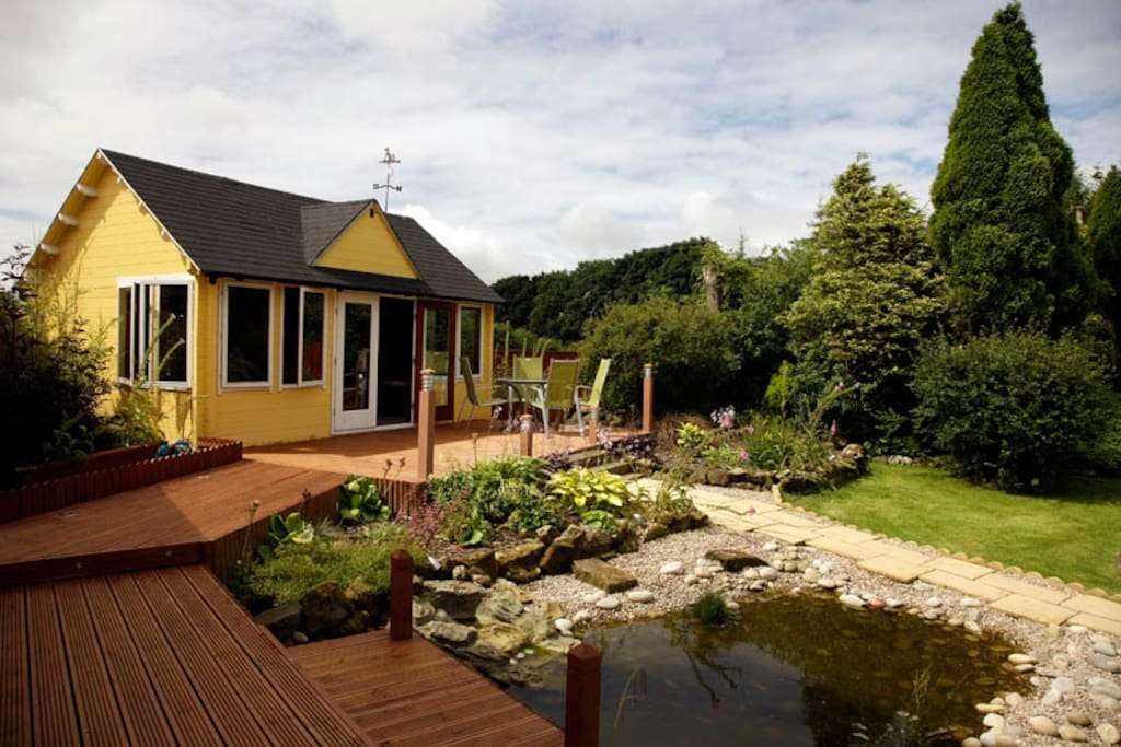 Log Garden room with 6 people hot tub and sauna room set in stunning gardens.