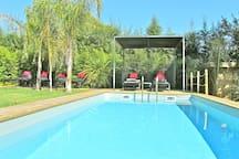 - piscine 20 m2 (610x320x130 cm)
