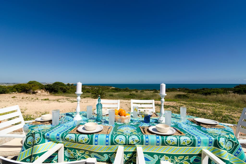 Come enjoy some meals with a stunning view!