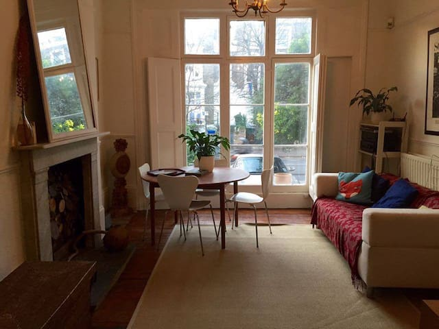 Double room in beautiful South London townhouse - Londyn - Dom