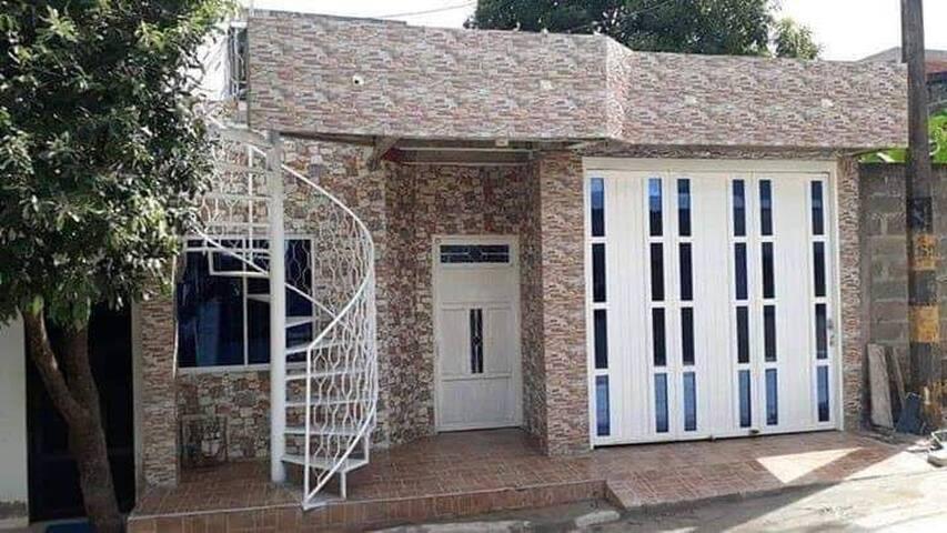 Casa Con Garaje Amoblada 100 Mil Por Día