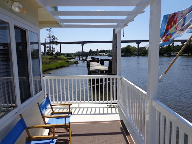 FLOATING CONDO ON THE INTRACOASTAL