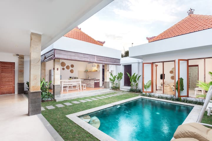 Tropical 2BR Gem in Seminyak!  Villa Island Life