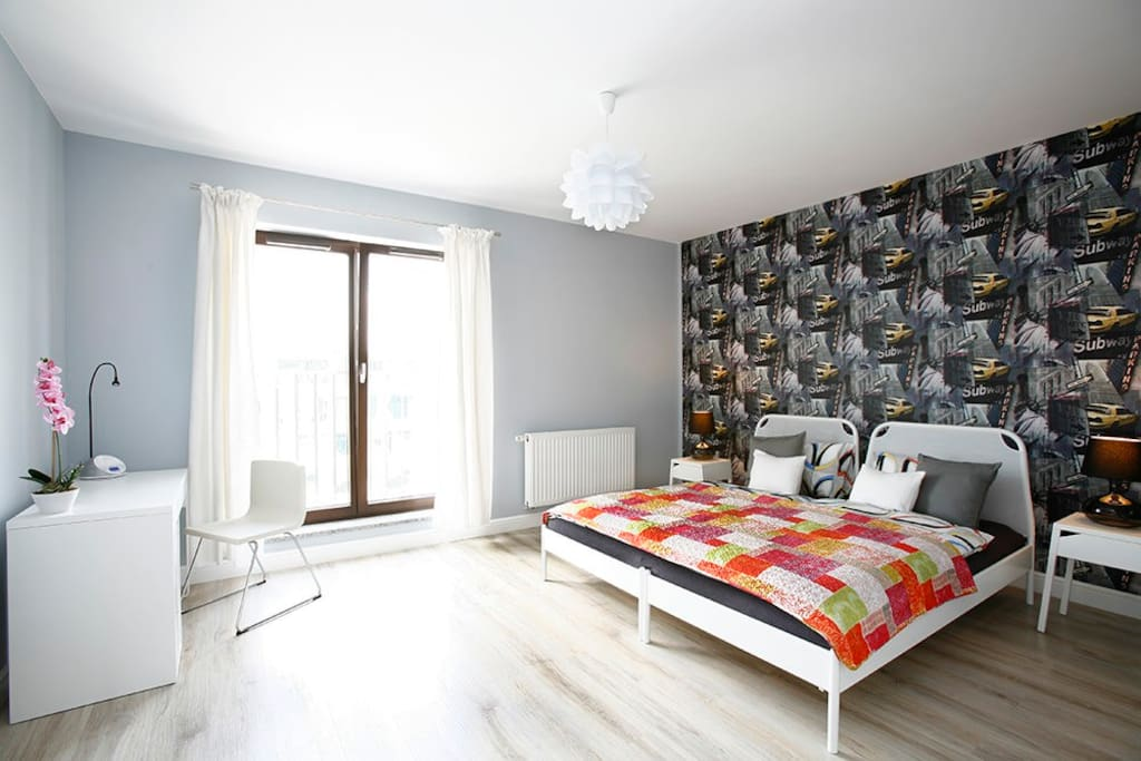 spacious bedroom with options: one king size bed 200x200cm or two separate beds 90x200 cm