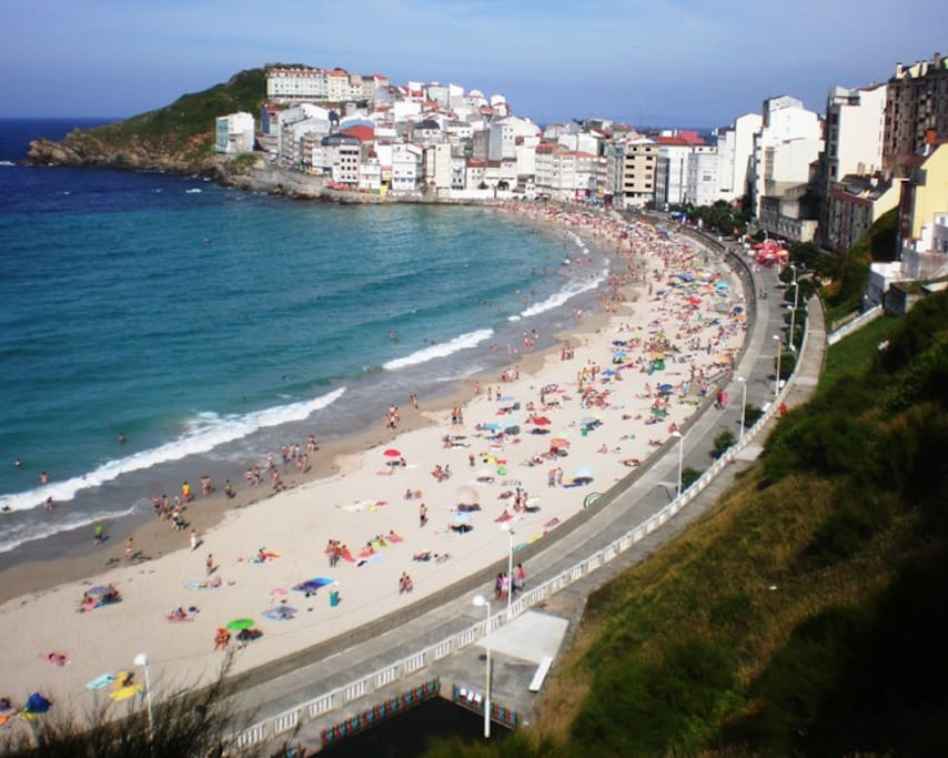 Playa de Malpica,donde tenemos aceso directo con ascensor