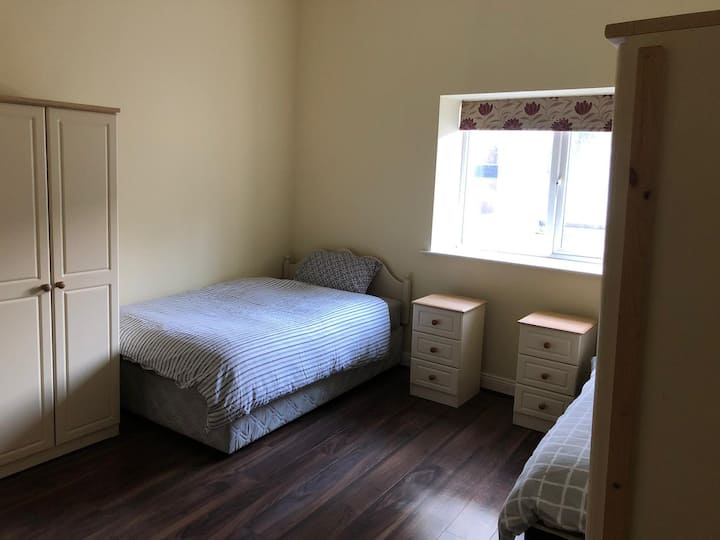 Modern en-suite bedroom in the heart of Cork_Rm 1