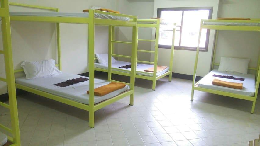 Dome room A/C for mix room 8 bed - เทศบาลนครเชียงราย, เชียงราย, TH - Appartement